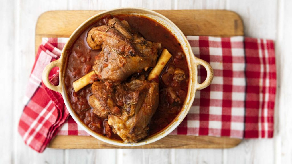2 cooked lamb shanks in tomato sauce