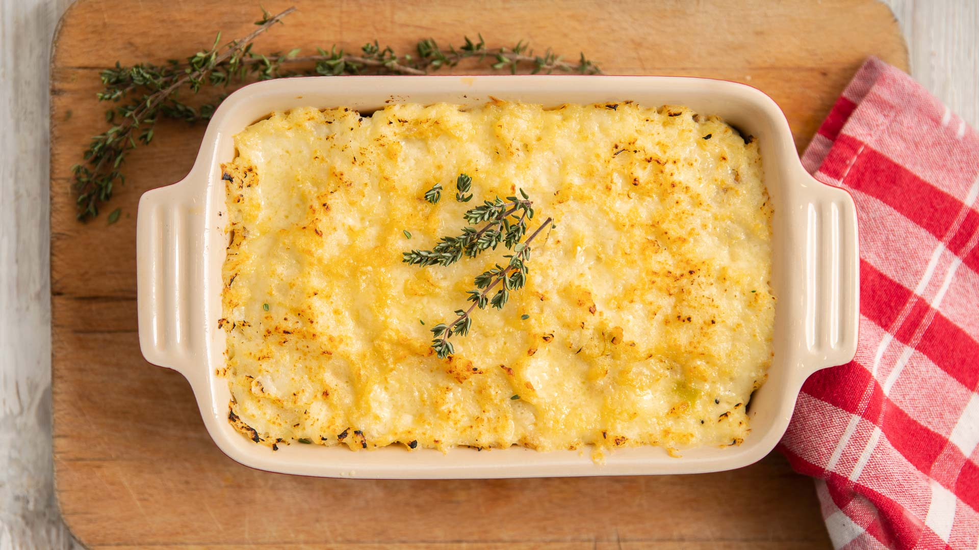 baking dish with shepherds pie cooked